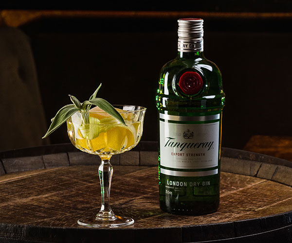 Camelia Spritz made with tanqueray